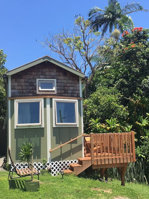Tiny home with lanai and bench for ocean viewing.