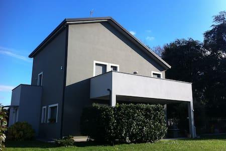 """Delightful private room, villa """"LaCorte"""" - Seregno"""