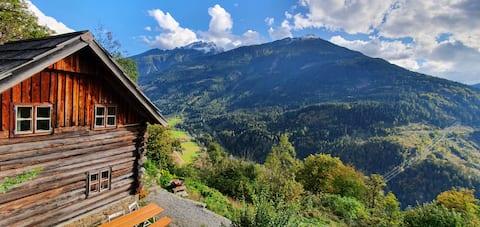 Berghütte auf 1000 Metern mit Weitblick am Südhang