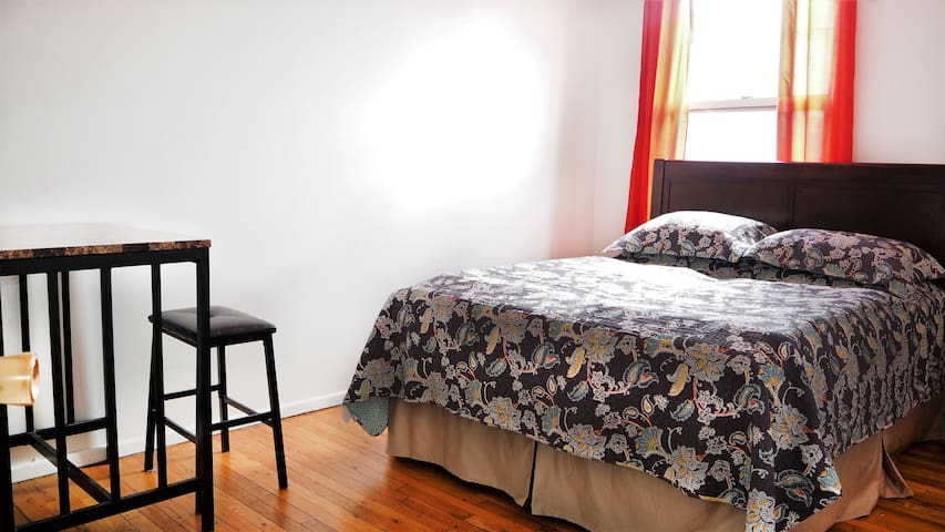 #3 Large room,  15 minutes from Manhattan. - Bronx - House