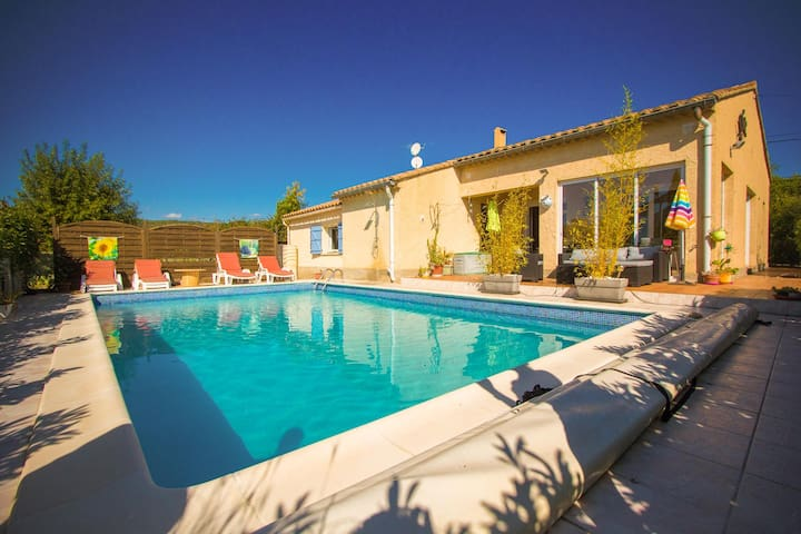 House with private pool in charming village