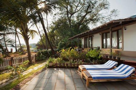 Luxury 2 BD Riverfront Villa Rajbag & Patnem beach