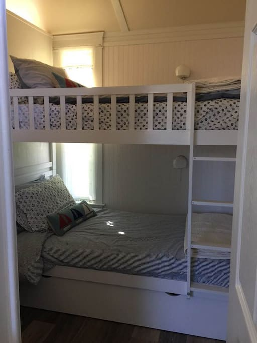 bunkbeds with storage in trundle