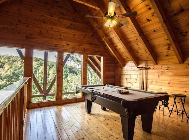 Private Modern Cabin minutes away from Dollywood