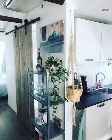 Clean and relaxing apartment near city center