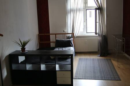 Spacious Room in Central Mitte Apt - Berlin
