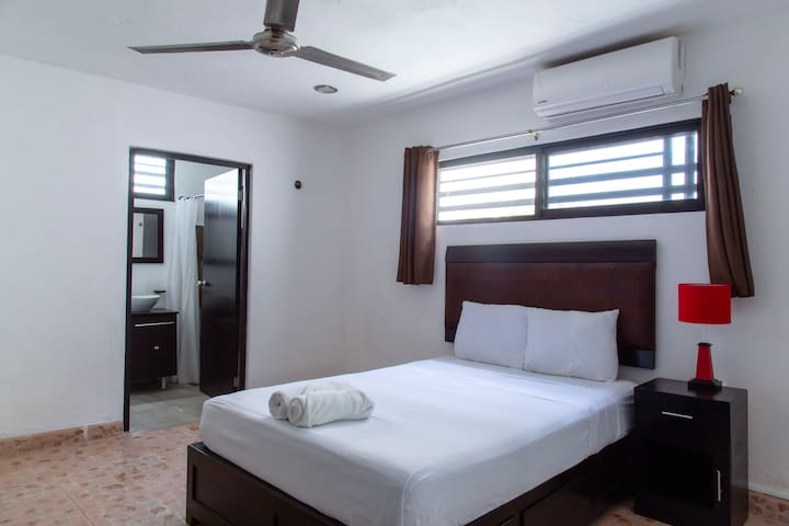 2 Spacious Double room near Paseo de Montejo