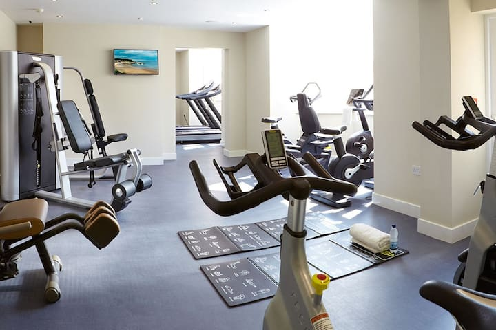 Twin Room with use of Pool & Gym