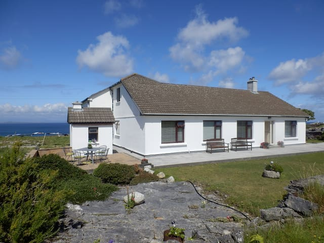 #2 An Realog Family Run B&B - Panaromic Sea Views - Kilronan - Inap sarapan