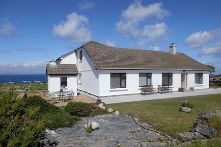 #2 An Realog Family Run B&B - Panaromic Sea Views - Kilronan - Bed & Breakfast