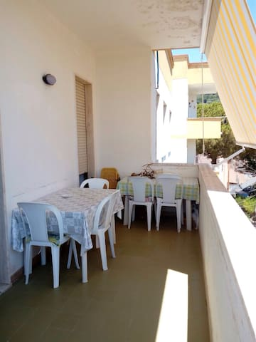 Holiday apartment central only 100m from beach