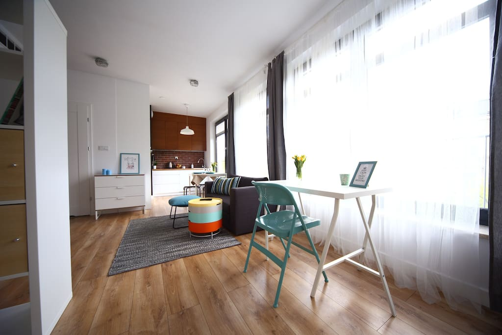 Living Room with Desk and Chair. Perfect for work or Organise the Trips