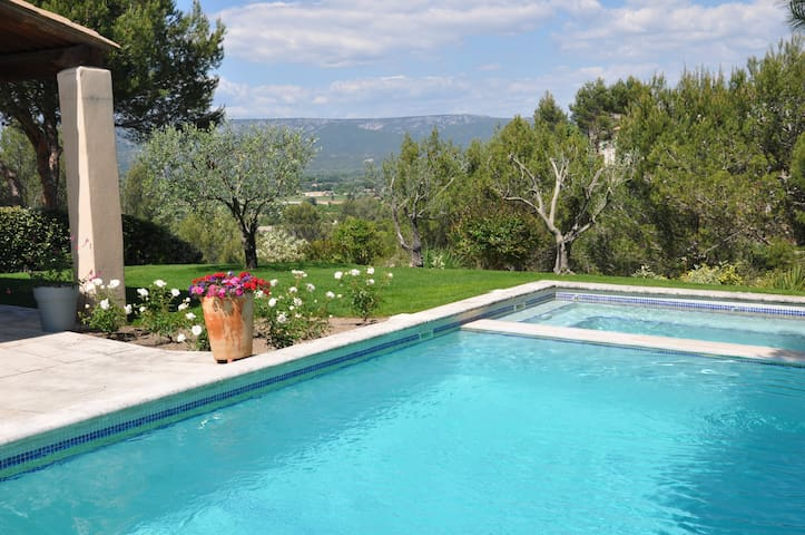 Mas des Hirondelles - Stunning Villa with Jacuzzi