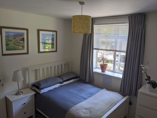 room available in a modern 2 bed apartment