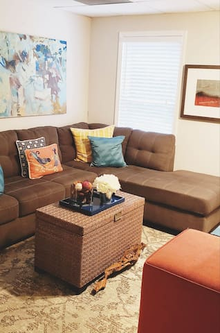 Charming suite apartment-private entrance 30 day+