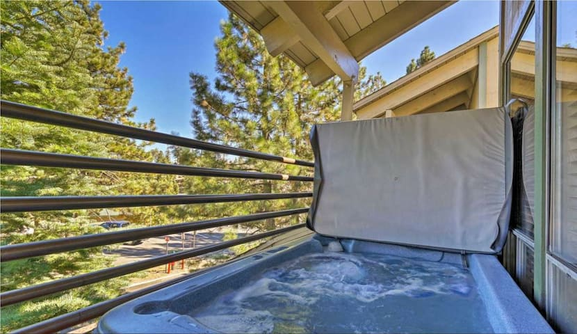 GREAT 3 PERSON HOT TUB