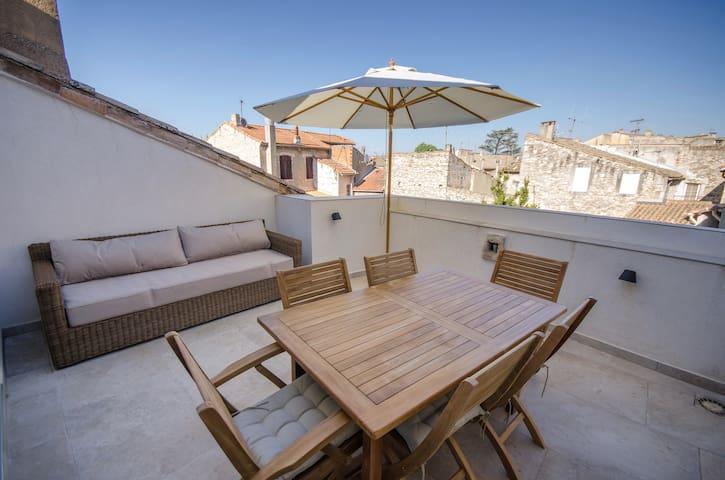 Au coeur de St-Rémy, toit terrasse et  garage. - Saint-Rémy-de-Provence - Stadswoning