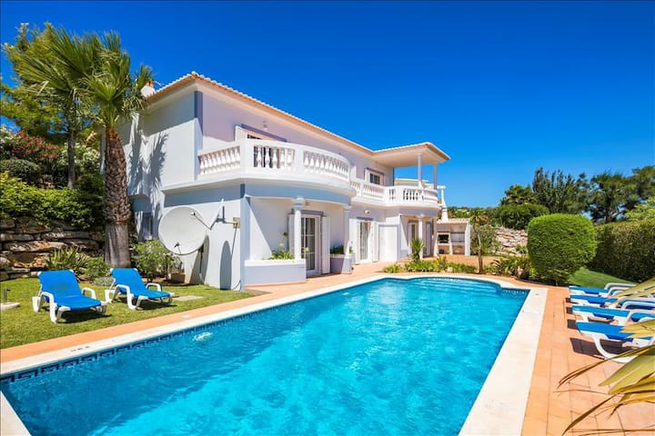 Casa Mia - Beautifully appointed 3 bedroom villa with heated pool