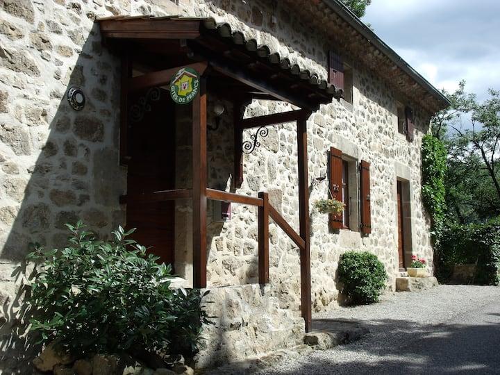 Gîte «Le Perrusson» Ardèche verte
