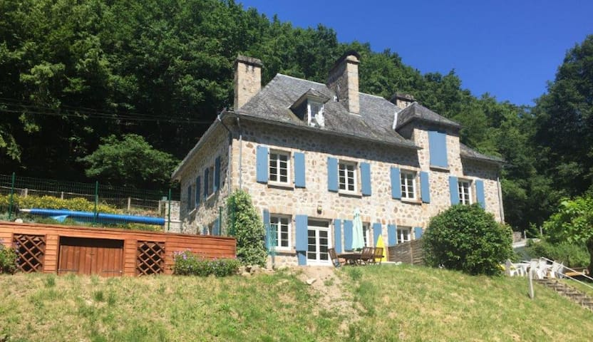Charming House,2 pools, streamside,Dordogne Valley