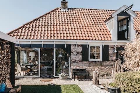 Huis met prachtig uitzicht en privé tuin.