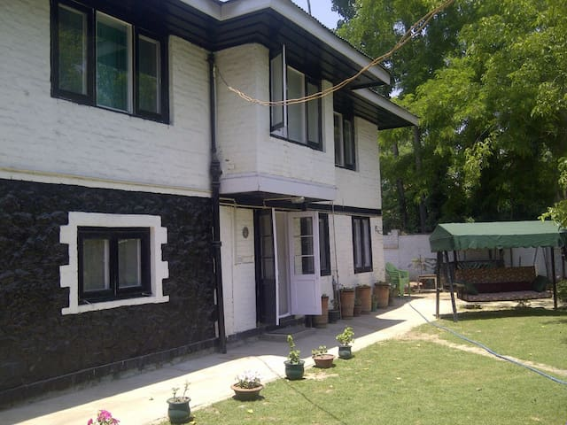 Kashmir Yena Cottage & Rooms - Srinagar - Bed & Breakfast