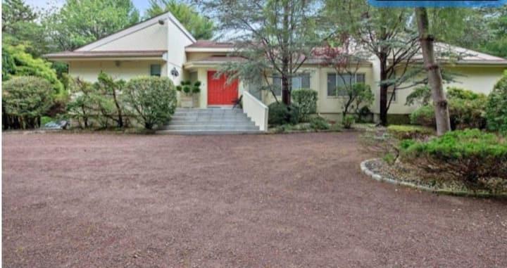 ENTIRE HOUSE 4 bdrm 4 bathrooms 1 acre  private