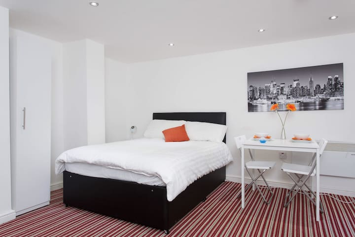 BRAND NEW BASEMENT APARTMENT - Leeds - Apartament