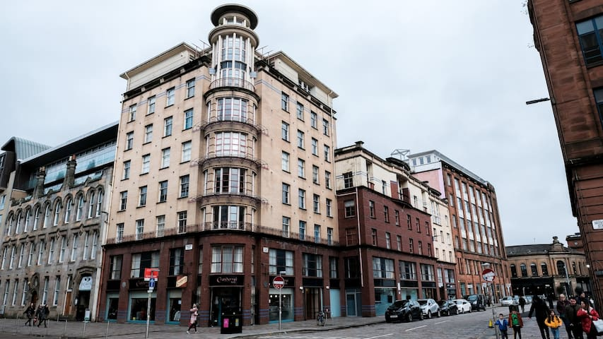 A duplex in the heart of Merchant City!
