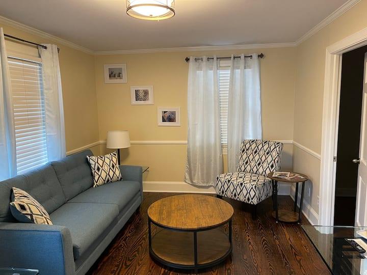 Suite Retreat - 3 bed traveler's cottage w/ office