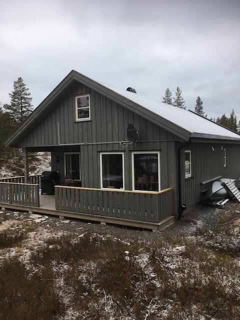 Koselig hytte på Fagerfjell , innerst i blindvei