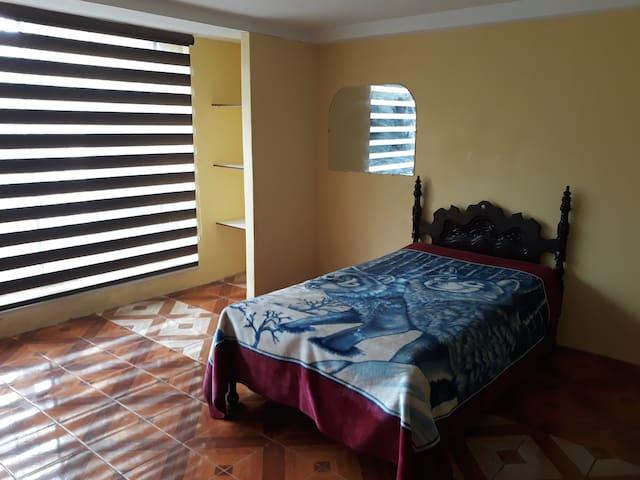 Amplia y acogedora habitacion