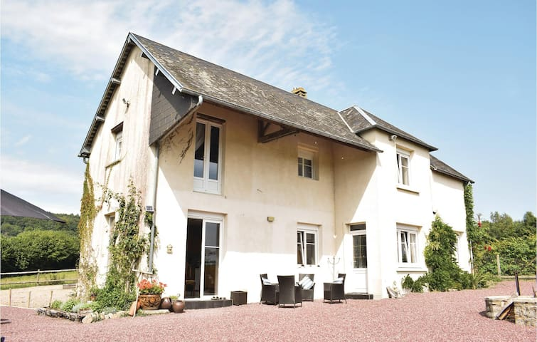 Holiday cottage with 2 bedrooms on 0 m² in Montchamp