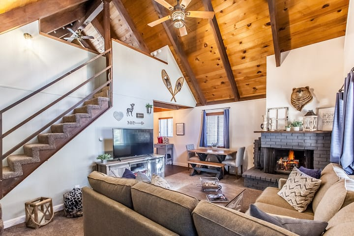 Pinecone Hideaway ➳ Newly Remodeled Cabin with Spa