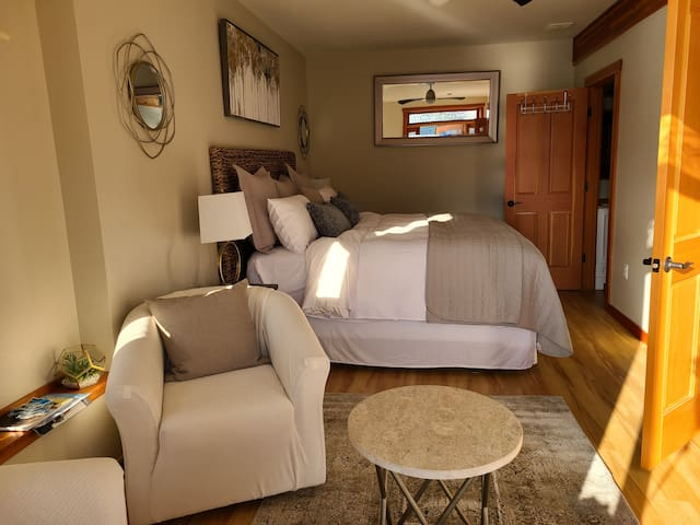King sized bed and sitting area from entry