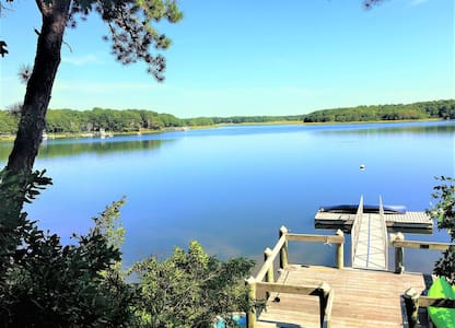 New Seabury Oceanfront home with private dock - Машпи - Дом