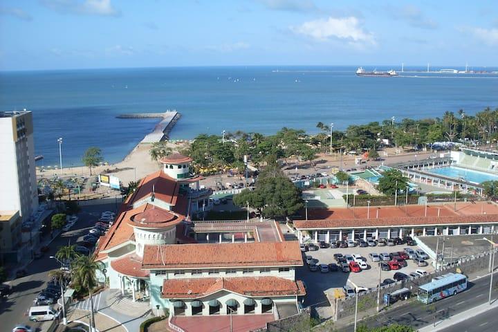 Apto com 2 suites,50 metros  da Feirinha Beira Mar