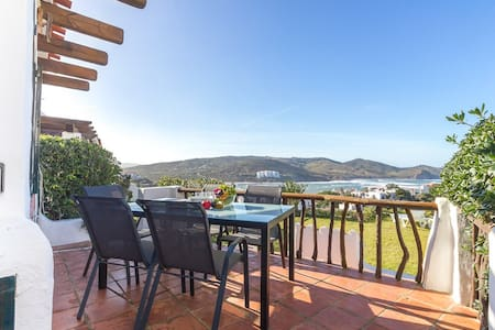 Apartment with Sea View and Garden. - Platges de Fornells - Wohnung