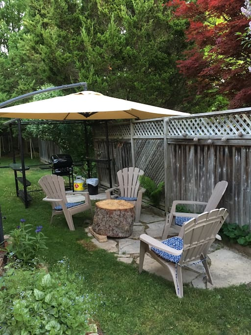Side patio private with BBQ