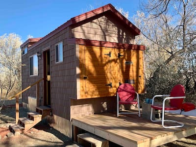 4 Corners Tiny House (Socially Distant & Clean)