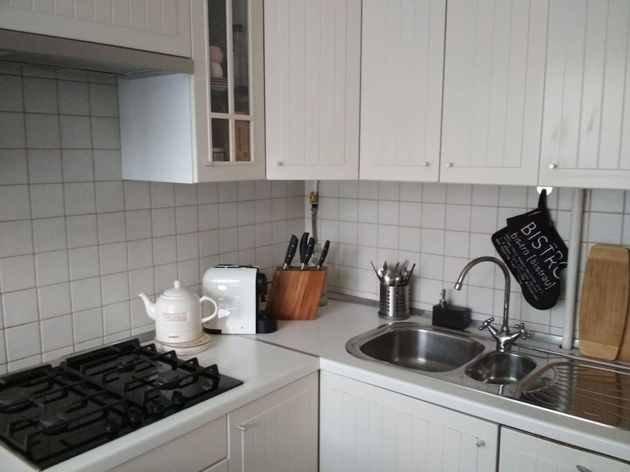 Kitchen. Gaz stove, electric kettle, coffee machine Nespresso & built-in dish washing machine Bosch