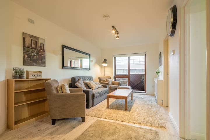 CENTRAL, Modern Comfort For Up To 4 People