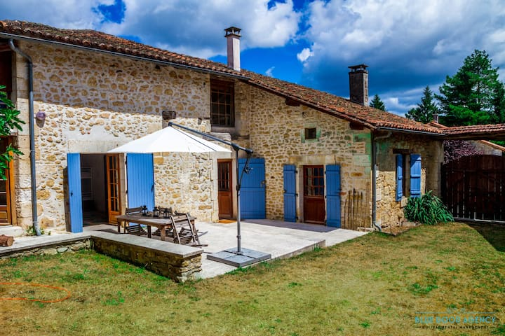 Charmingly restored farmhouse with pool - Saint-Pancrace - House