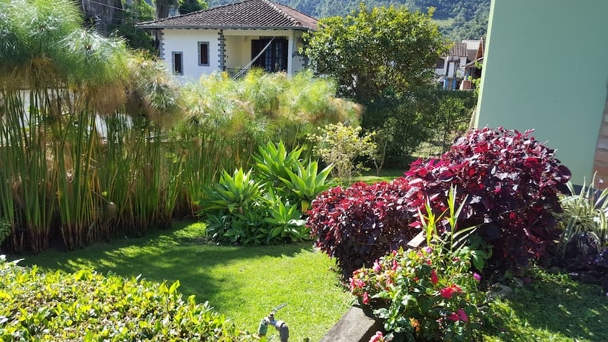 Lindo jardim e muito bem tratado, com fácil acesso para as crianças.
