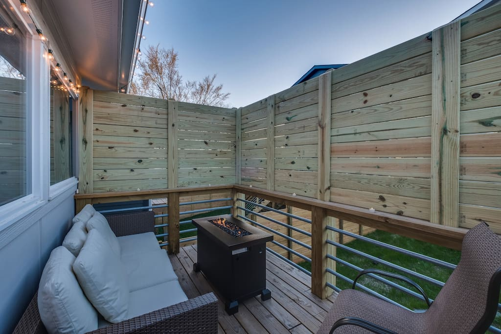 Enjoy the Nashville evenings on the deck, with privacy screen, gas firepit and twinkle lights!