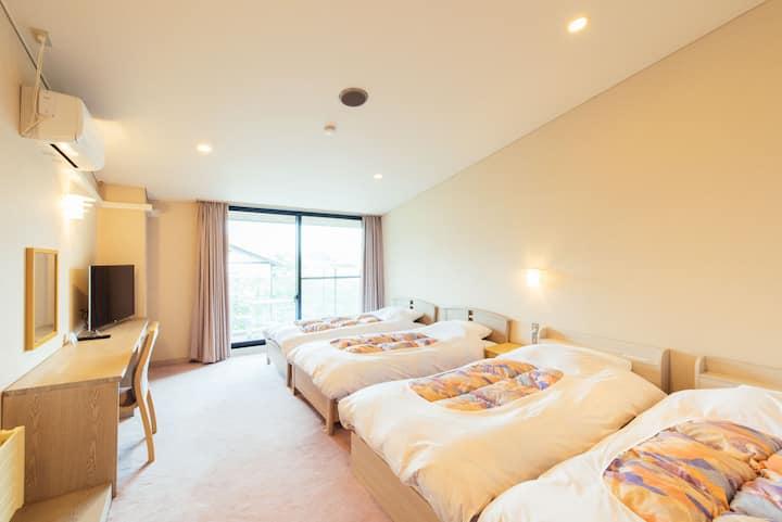 Small Hotel in the Woods/Yoshitsu for 3P/Karuizawa