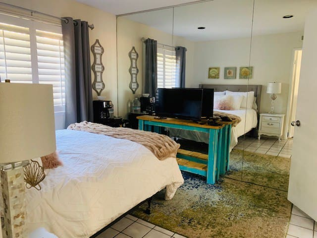 Private Guest room in quiet house close to SDSU