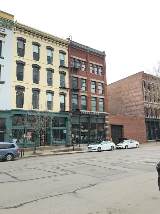Beautiful street view! Your loft is home to a ground floor coffee shop (Beansmith), and a basement pub/live music joint (Harney St. Tavern).