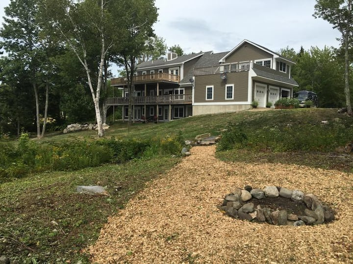 Clamshell by the Sea, Oceanfront, Frenchman's Bay!