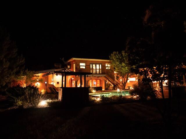 DEWEY HOUSE- 2ND FLOOR SUITE-QUIET-PRIVATE-DELUXE